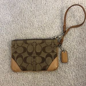 Coach small signature wristlet tan